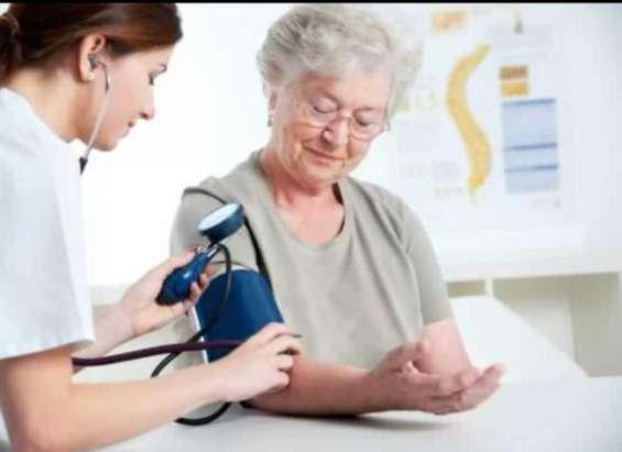 Se ofrece tecnico en enfermeria para cuidados