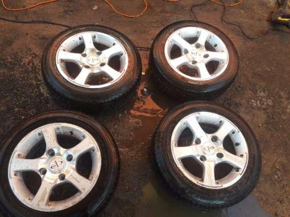 Llantas con neumáticos las 4