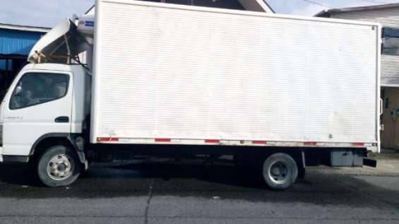 Camion mitsubishi canter.