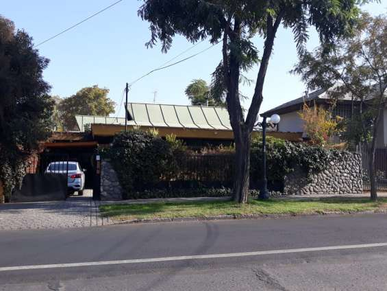 Hermosa casa en sector residencial de providencia